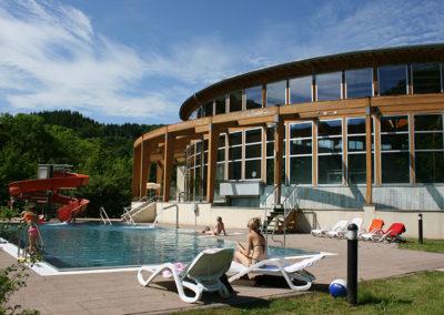 Außenbereich und Außenschwimmbecken