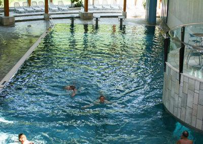 20-Meter Schwimmerbecken mit 3 Start-Blöcken